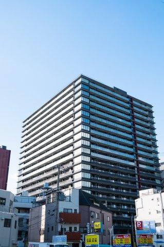 現代的な外観が特徴的な築浅タワーマンションでございます。