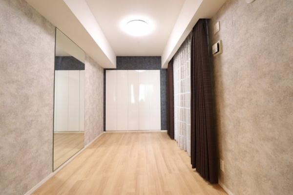 【洋室】5.6帖の洋室です!アウトポール工法でスッキリとした空間設計