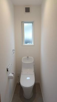 1階2階ともに温水洗浄便座付きです。 2021年10月12日撮影