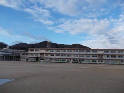 加茂小学校まで230m