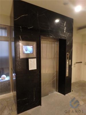 エレベーターもモニター付いてます!!