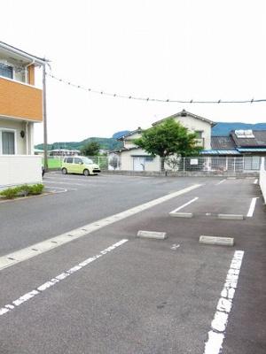 【駐車場】ジュネス・ベル