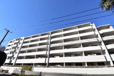 総戸数107戸、2006年1月築、管理人は巡回勤務につき管理体制良好です♪