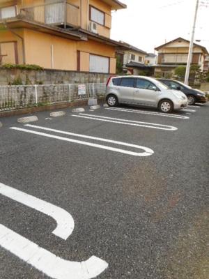 【駐車場】メープルハウス