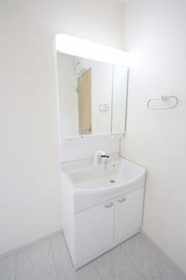 1号棟 三面鏡付き洗面台