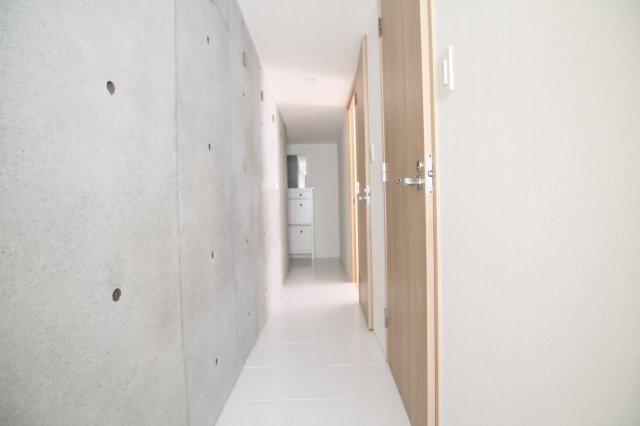 別部屋参考写真。建具の色味が異なります。
