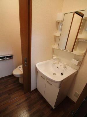 身支度に便利な独立式洗面台