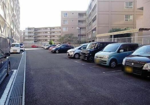 【駐車場】豊栄綱島マンション