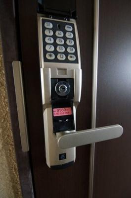 玄関部分は電子ロックキーです。