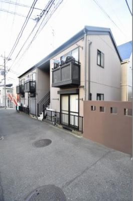 二俣川駅から徒歩7分の立地です。
