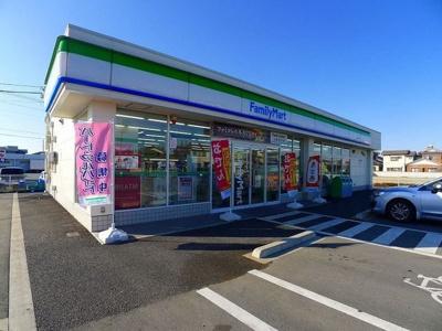 ファミリーマート邑楽中野店まで300m