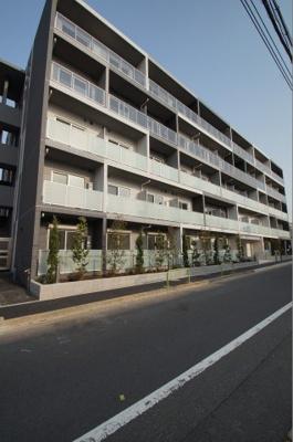 最寄り駅の六郷土手駅から徒歩2分の駅近です。
