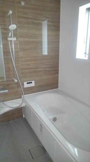 浴室には浴室乾燥機があり梅雨や花粉の時期の洗濯も安心して干す事ができます。