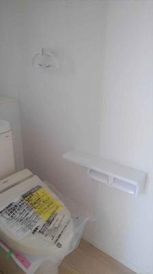 清潔感のあるトイレです。 1階2階共に温水洗浄便座完備!!