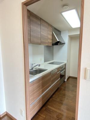 独立型キッチンでお料理をお楽しみください