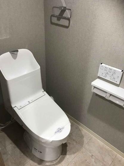 ウォシュレット一体型トイレは新品で気持ちよくご利用いただけます♪ 上部に棚も付いていて便利です♪