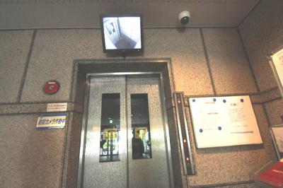エレベーター内に防犯カメラがあり、モニターで見ることができるので、安心できるのが嬉しいですね♪