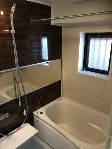 浴室もリフォーム済で大変綺麗です。 浴室乾燥機付きなので、梅雨や花粉の時期の洗濯も安心です♪