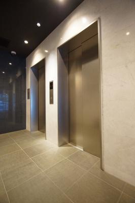 エレベーター2基あります。