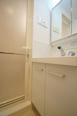 日々の生活に便利な「独立洗面化粧台」