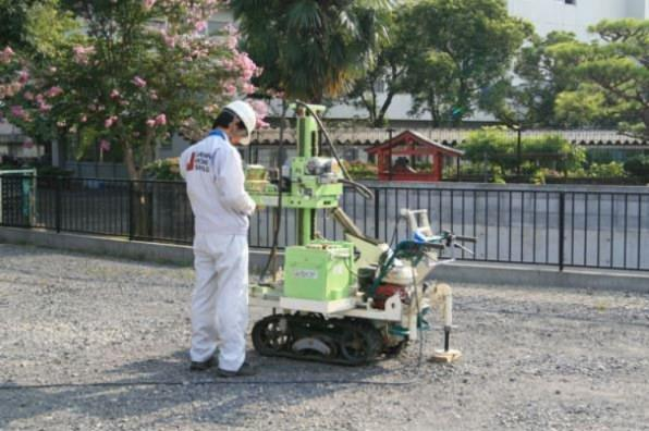 基礎着工前に地盤調査会社による地盤調査を行ってます。