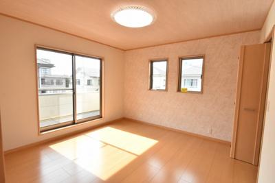 2階8帖の洋室