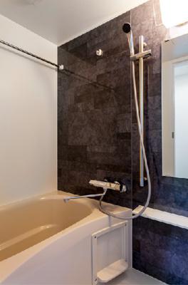 ゆったり過ごせるお風呂です 浴室乾燥機付き