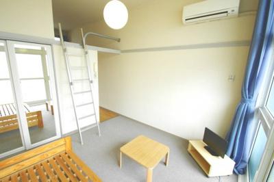ロフトは収納にもくつろぎ空間にも使えます