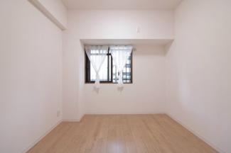 玄関横の洋室5.2帖です♪室内は令和3年7月リフォーム済み!いつでもご覧いただけます♪ぜひ素敵な室内を現地でご確認ください(^^)お気軽にネクストホープ不動産販売までお問い合わせを!!