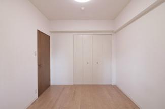 各居室には収納スペースが設けられており、室内を有効に使用していただけます(^^)