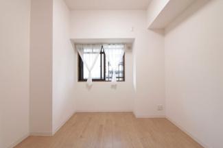 洋室5.3帖です♪独立した居室なので、在宅ワークのお部屋としてもいいですね(^^)