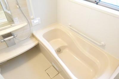 雨の日にうれしい浴室乾燥機付き。
