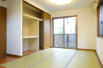リビングと一体となり広く使用したり、個室にしたりと使い勝手の良いお部屋です。