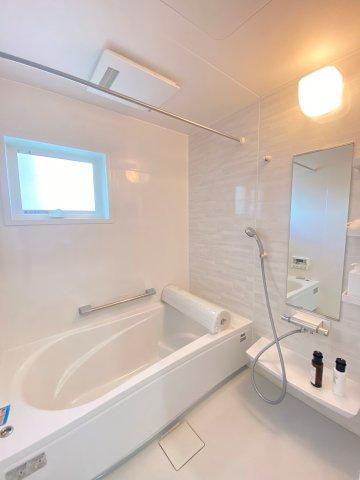 ホーロー加工された1616サイズの浴室。傷がつきにくく、汚れも落ちやすく、キレイが長続きします。
