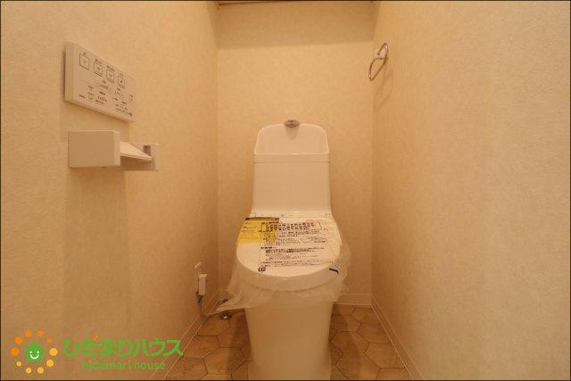 トイレはタンクレスでスタイリッシュなデザインですね。