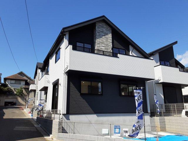 新築一戸建て 全2棟 鷺沼台3丁目 南西角地の敷地に建つ土間収納と書斎のあるお洒落な新築一戸建てです!仲介手数料無料です。