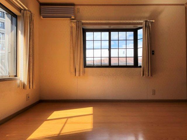 柔らかな陽射しが降り注ぐ室内
