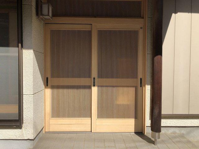 重厚感のある玄関