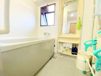 浴室です♪浴室暖房が有り、雨の日のお洗濯物も困りませんね(^^)※居住中の為、事前にご連絡いただければご案内がスムーズです!