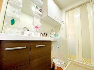 洗面化粧台はシャワー水栓で使い勝手がいいです♪※居住中の為、事前にご連絡いただければご案内がスムーズです!
