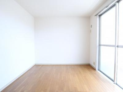 明るい居室スペースです。