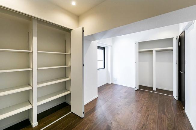 洋室約6.2帖 クローゼット・可動棚を設置