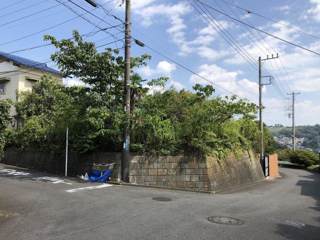 二宮の高台にある南西角地に立地した開放的な土地