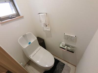 2階の温水洗浄便座付トイレです。 毎日使う場所だから、より快適な空間に仕上げられています。