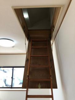小屋裏収納 可動はしご