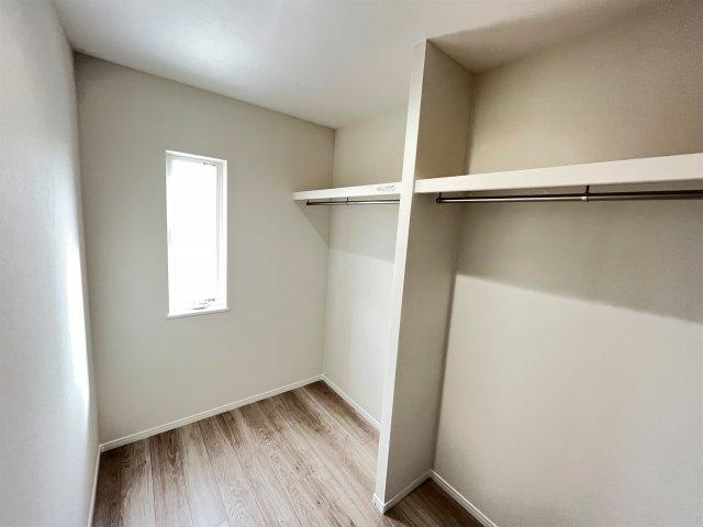 洋室。2面窓で日当たり・風通し良好♪子供部屋にピッタリです♪