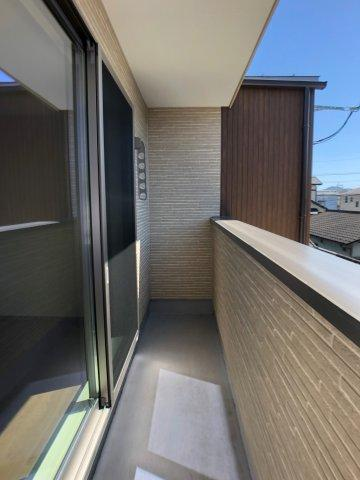 クローゼットの扉が無いので常に中身が見え自然と片付けの意識が高まります。家具の配置もしやすい♪