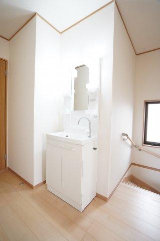 【同仕様施工例】2階 あるとうれしい洗面化粧台です。