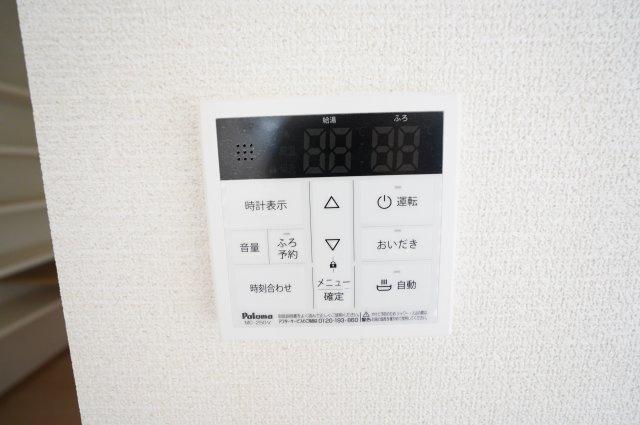【同仕様施工例】焚き機能付きです。浴槽内のお湯が冷めてしまってもすぐに温め直せます。