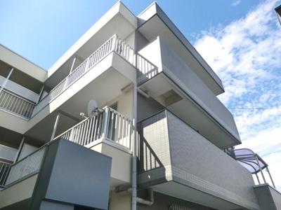 ☆鉄骨造3階建てマンション!外観です。☆